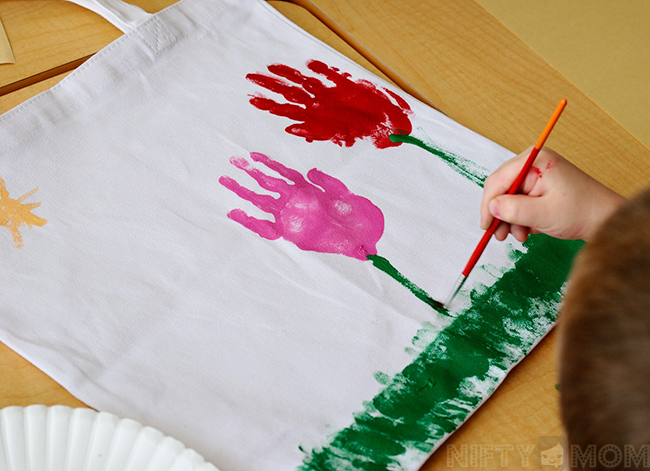 Http Gluedtomycraftsblog Com   Paper Plate Dr Seuss Cat Hat Kid Craft Html