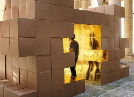 아틀리에O-S아키텍처가 몽펠리에 생콤호텔에 설치한 골판지 상자 설치물 (2008)