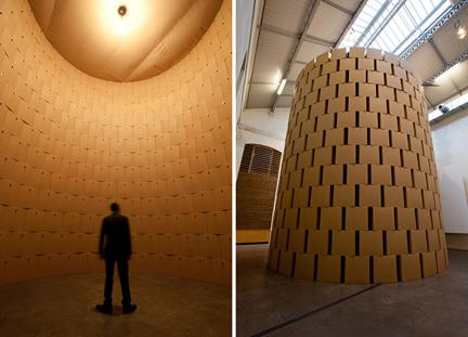 지몬의 골판지 상자 원통 구조물 (2012)